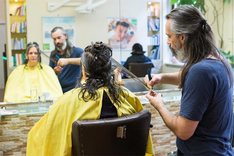 Professioneller Haarschnitt beim Naturfriseur Marc Motsch